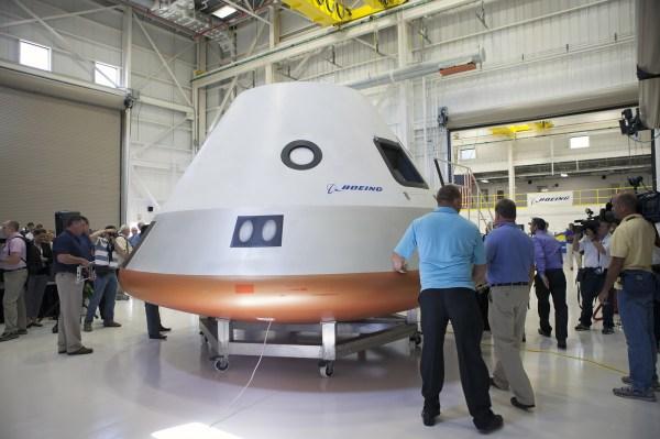 Boeing unveils CST100 spacecraft RocketSTEM