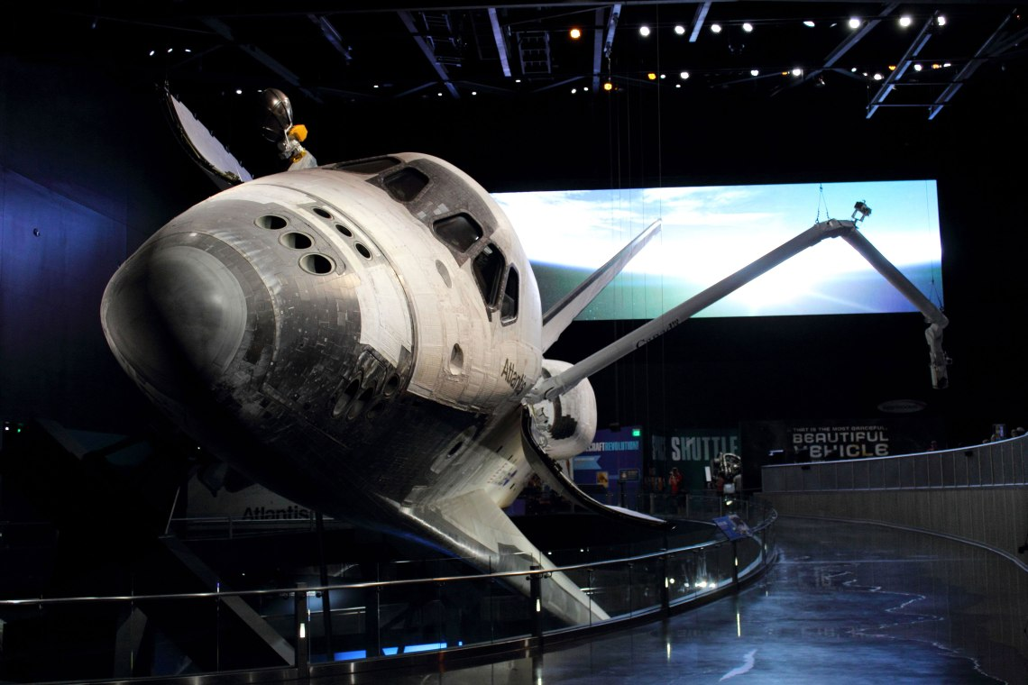 Space Shuttle Atlantis with the Canadarm extended. Credit: Lloyd Campbell