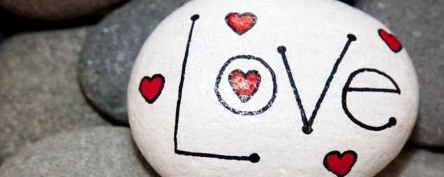 Creative diy painting rock for valentine decoration ideas 1