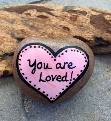 Creative diy painting rock for valentine decoration ideas 4