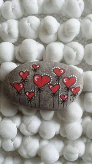 Creative diy painting rock for valentine decoration ideas 7