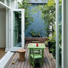 Small courtyard garden with seating area design and layout 22