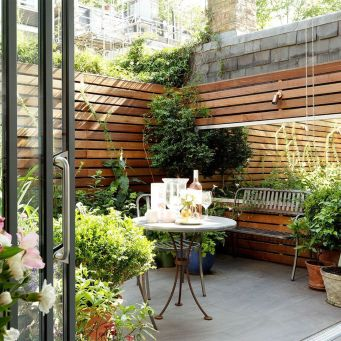 Small courtyard garden with seating area design and layout 35