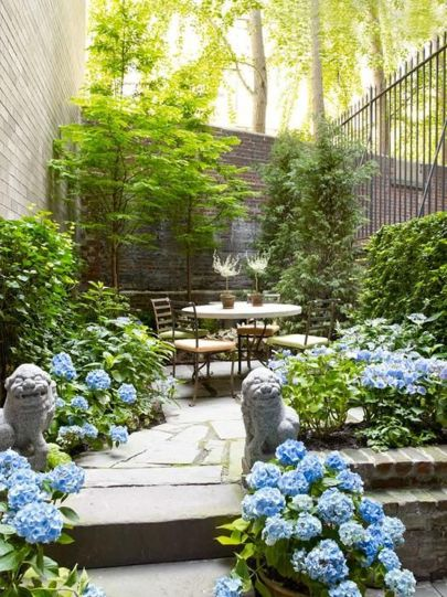 Small courtyard garden with seating area design and layout 45