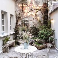 Small courtyard garden with seating area design and layout 46