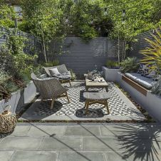 Small courtyard garden with seating area design and layout 51