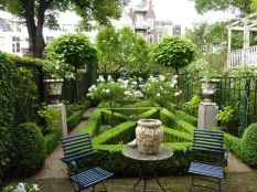 Small courtyard garden with seating area design and layout 74
