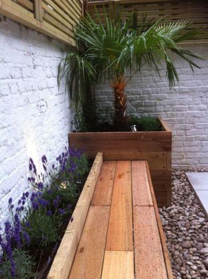 Small courtyard garden with seating area design and layout 91