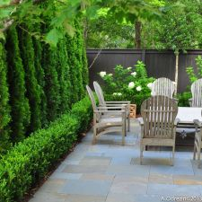 Small courtyard garden with seating area design and layout 94