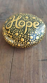 Creative DIY Easter Painted Rock Ideas 33