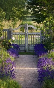 Fascinating Garden Gates and Fence Design Ideas 18