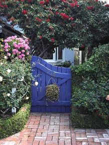 Fascinating Garden Gates and Fence Design Ideas 4
