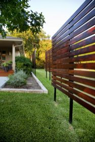 Stunning Privacy Fence Line Landscaping Ideas 27