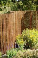 Stunning Creative Fence Ideas for Your Home Yard 14