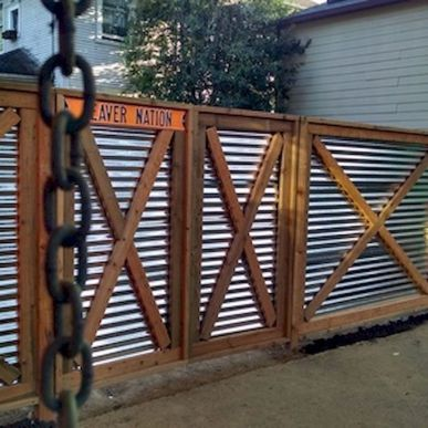 Stunning Creative Fence Ideas for Your Home Yard 16