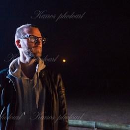 Marcus med månen i bakgrunden