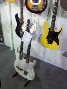 Guitarra com dois braços de Edu Ardanuy!