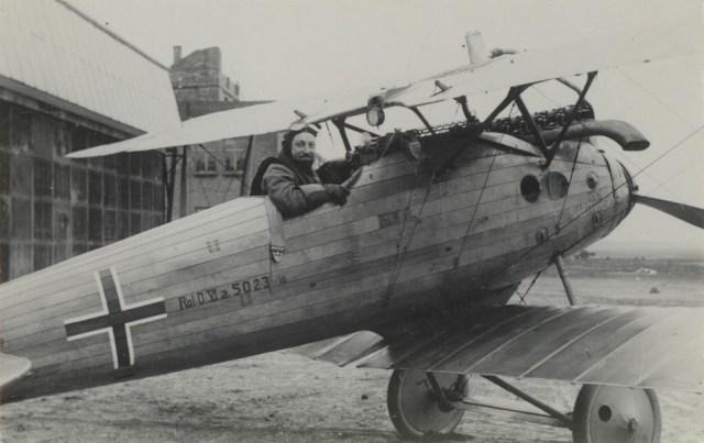 Avião de madeira da Primeira Guerra Mundial.