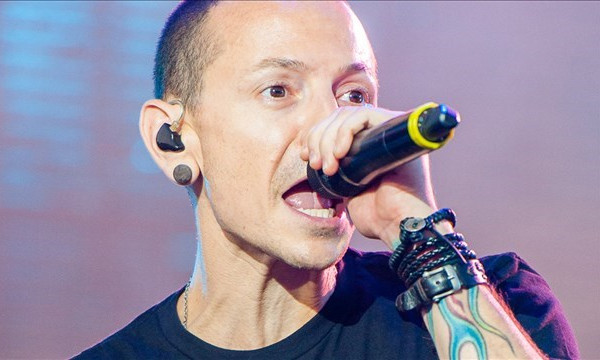 Linkin Park fans in LA pay tribute to Chester Bennington
