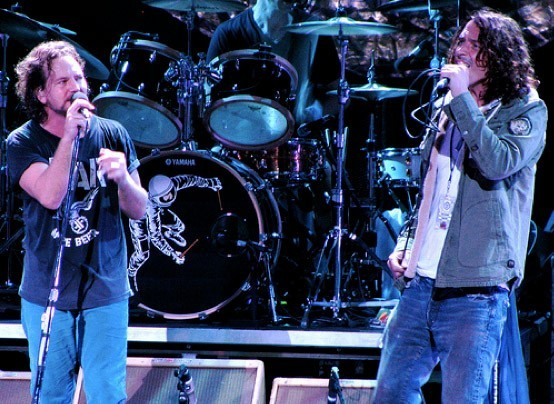 Eddie Vedder y Chris Cornell juntos  | Foto: Lara Clifford