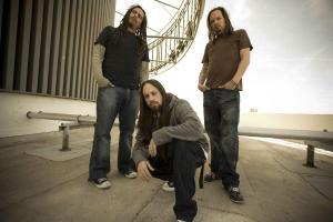 Korn napovedujejo 10. album
