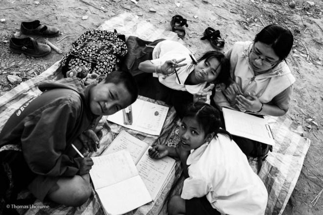 """Ceux là, j'ai le droit de les photographier car l'association les a scolarisés. Ici en plein """"after school time"""" dans un chantier"""