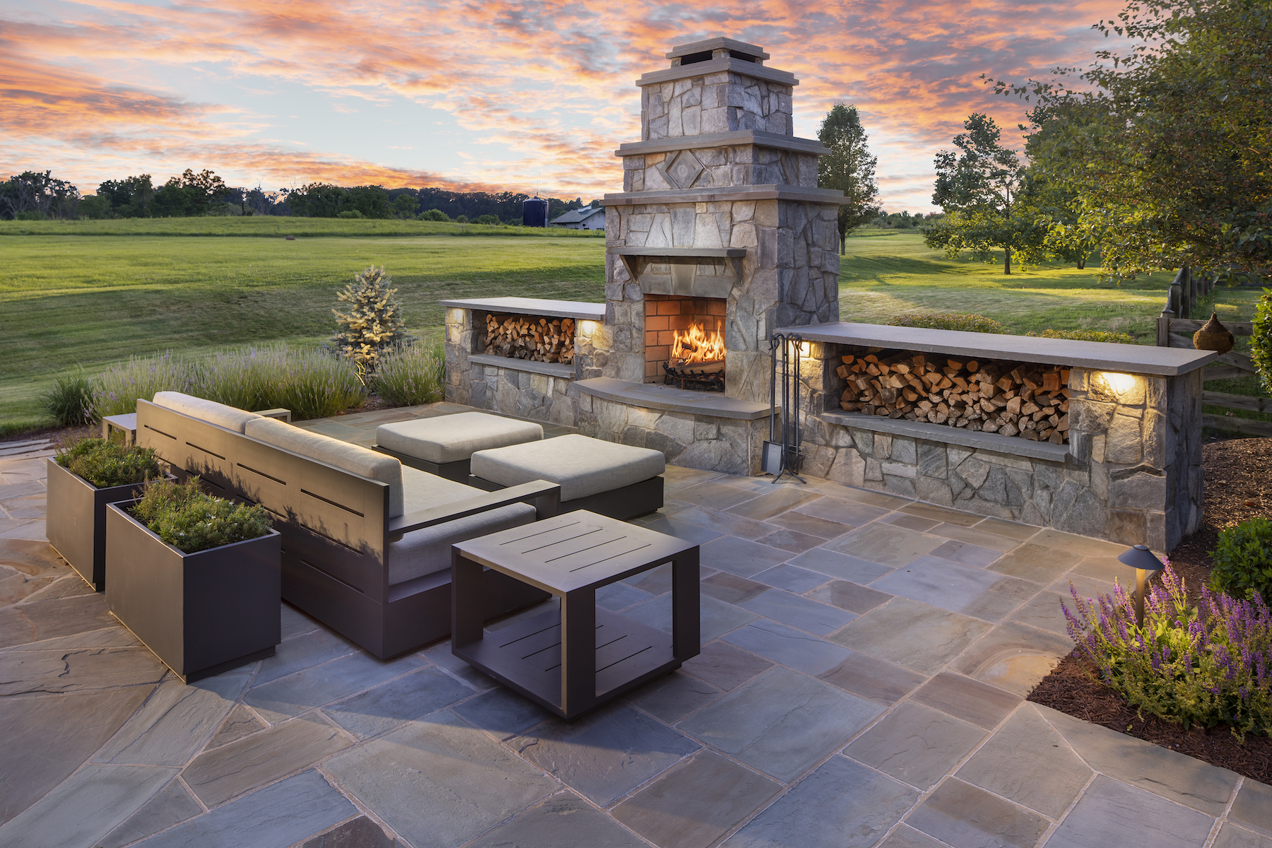 10 fire pit and outdoor fireplace ideas