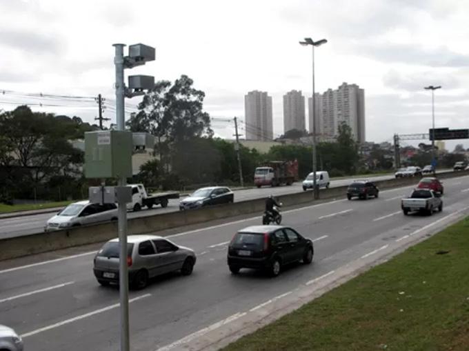 Reforço na sinalização intensifica segurança no trecho urbano da SP-270