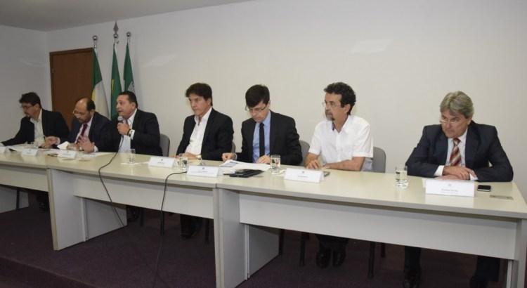 1Deputados_estaduais_debatem_com_Governo_aes_de_combate__seca