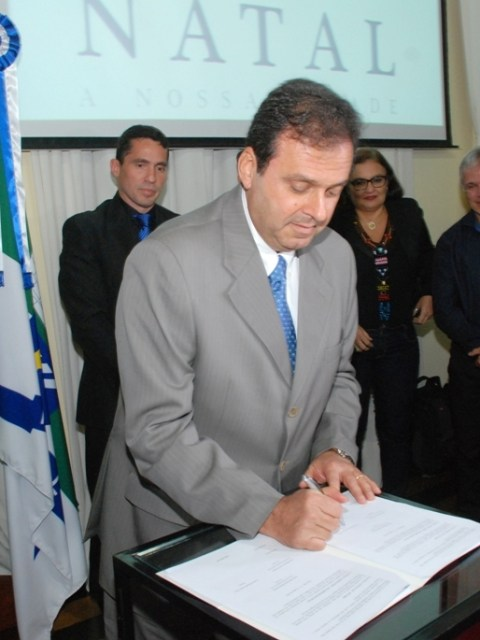 1A_PREFEITO_ASSINA_CONTRATO_DE_ARRENDAMENTO_DO_HOSPITAL_MUNICIPAL_DE_NATAL