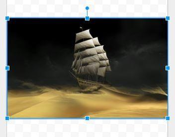 A imagem se redimensionará automaticamente para preencher a largura. No entanto, queremos que ela preencha todo o papel. Clique sobre uma das alças das pontas - segure a tecla SHIFT para fazer com que a imagem seja redimensionada proporcionalmente.
