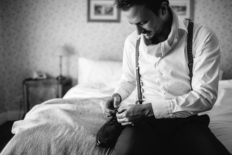 Fotoperiodismo de casamiento getting ready del novio