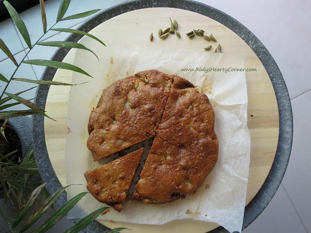 Grain-Free & Paleo Apple and Cardamom Cake