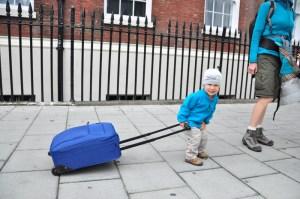Kacper z walizką