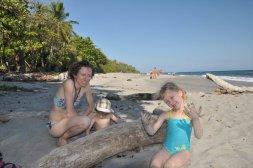 Rodzinka na plaży w Montezumie