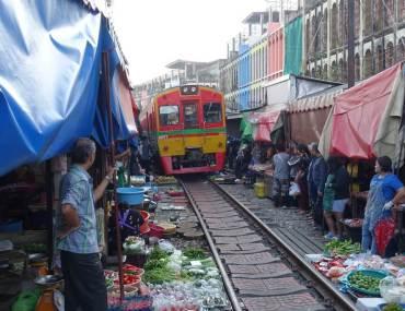 Targ na torach w Tajlandii