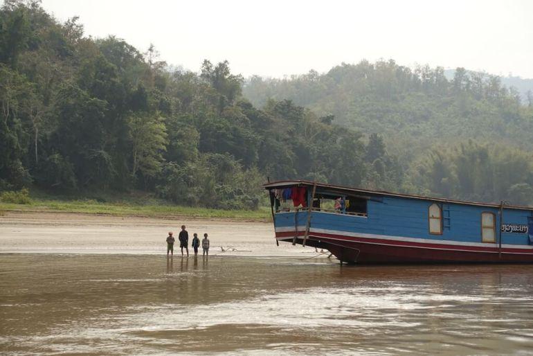 Dzieci ze wsi przy rzece Mekong