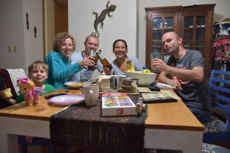 Rodzina z Kolumbii jedzie do Polski