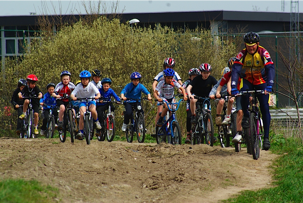 Initiatie mountainbike op schiervelde door SVS