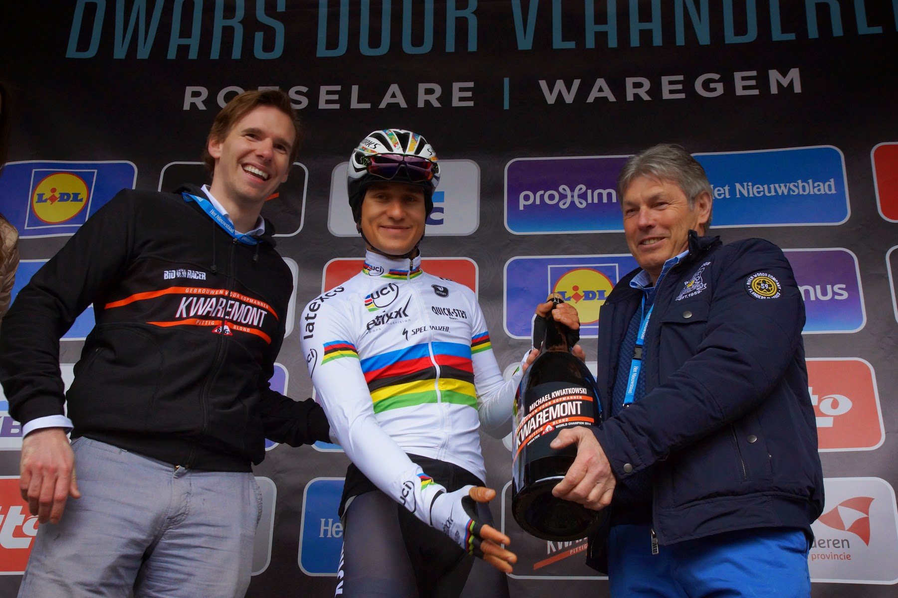 Start 70e Dwars door Vlaanderen in Roeselare