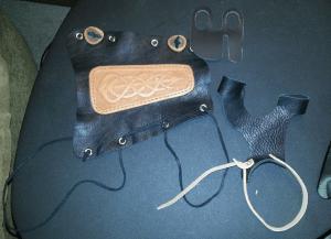 Bracer_Tab_Glove