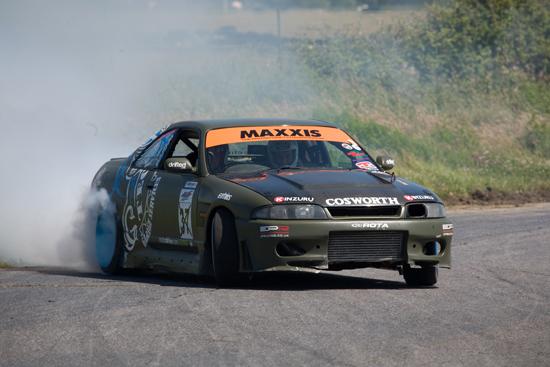 Rogue Mag Motorsport Nissan Skyline r33 GTst