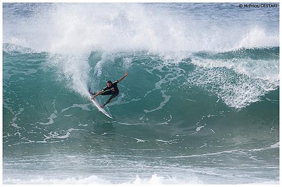 Rogue Mag Surf Mr Price Pro 2011 / Junior Faria (BRA) was one of three Brasilian heat winners at the Mr Price Pro Ballito today / © Kelly Cestari
