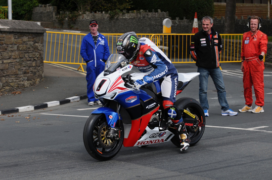 Rogue Mag Motorsport FARQUHAR WINS THRILLING MANX GRAND PRIX CLASSIC SUPERBIKE RACE TO TAKE THIRD WIN OF THE WEEK AT MANX GRAND PRIX