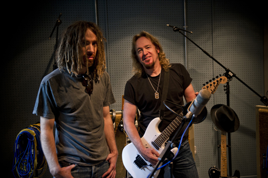 Rogue Mag Music - Iron Maiden guitarist Adrian Smith and former Sikth front-man Mikee Goodman have joined forces for a brand new studio project called Primal Rock Rebellion