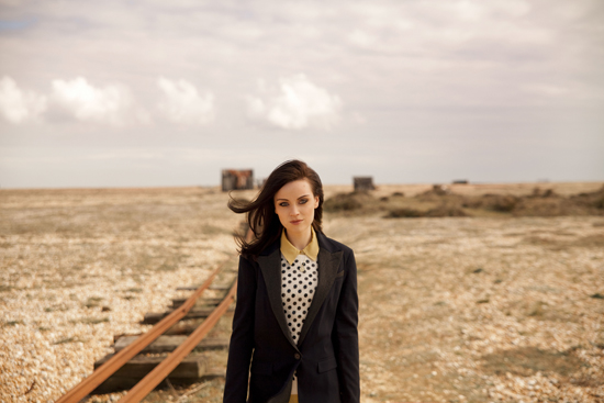 Rogue Mag Music - Amy Macdonald returns with brand new single and third album