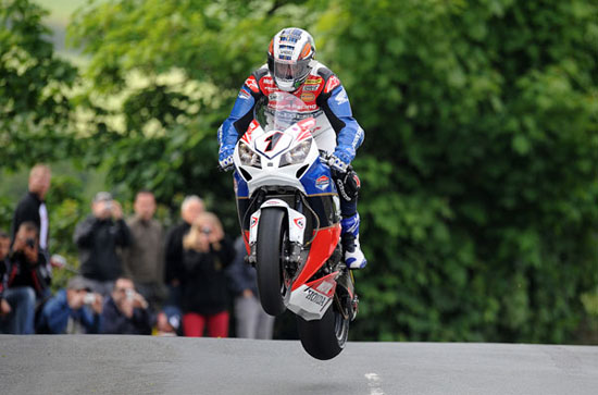 Rogue Mag - McGuinness reigns supreme with 18th Isle of Man TT Race win