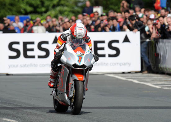 Rogue Mag Motorsport - Rutter and Team Segway Racing Motczysz make history at the IOMTT Races