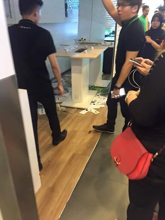 Seven Malay youths attacked this OPPO outlet in Plaza Low Yat