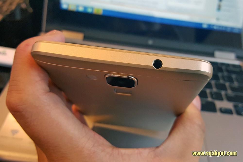 IPRO Sight Silver earphone port